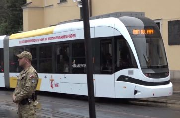 To oni zawieźli papieża tramwajem na Błonia