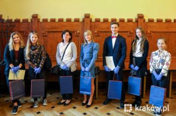 """Miasto, szkoły i rówieśnicy dumni z krakowskich """"8 Wspaniałych"""""""