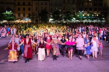 Teraz polonez! Kampania wpisu tańca na listę UNESCO