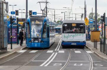 Autobusy i tramwaje bez wydzielonej strefy