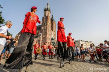 Roztańczony Korowód Zygmuntowski przeszedł ulicami Krakowa