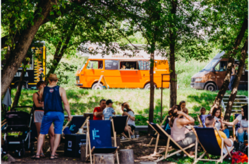 Food trucki w parku Jordana