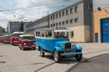 Parada zabytkowych i współczesnych pojazdów MPK